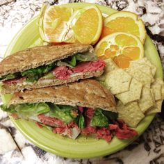 Hubby accidentally stole my lunch this morning but thank goodness I had enough to make myself another one of these and I'm so glad I did! 1 Whole Wheat Flax & Fiber Sandwich Thin #3PP 1/4 pkg Trader Joe's uncured corned beef #2PP 1 slice Trader Joe's Lite Havarti #2PP 1 tbsp horseradish mustard #0PP Lettuce #0PP 18 TJ's Edamame Thin Crisps #1PP 1/2 Orange #0PP Total = #8PP #traderjoes #horseradish #worklunch #pointsplus #wwwkelly #wwig #wwsisterhood #wwsupport #wwsisters #weightwatchers