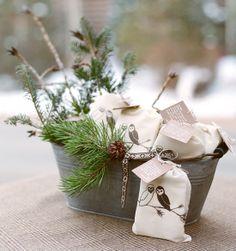 Idée déco centre de table pour un mariage en hiver. Rustic winter wedding favor idea