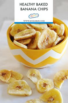 to know how to make healthy banana chips? In the oven of course! Turn over-ripe bananas into a delicious snack.Want to know how to make healthy banana chips? In the oven of course! Turn over-ripe bananas into a delicious snack. Homemade Banana Chips, Baked Banana Chips, Dehydrated Banana Chips, Banana Snacks, Recipe Banana Chips, Apple Chips, Savory Snacks, Yummy Snacks, Banana Recipes Savory