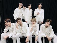 Bangtan Sonyeondan - BTS added a new photo. Jimin, Jhope, Taehyung, Vlive Bts, Bts Bangtan Boy, Seokjin, Kim Namjoon, Jung Hoseok, Park Ji Min
