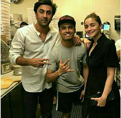 [More Pictures] Ranbir Kapoor and Alia Bhatt in New York . Lunch Photos, Dame Diana Rigg, Cute Preppy Outfits, Best Bond, Indian Tunic, Taapsee Pannu, Sara Ali Khan, Bollywood Celebrities, Bollywood Actress