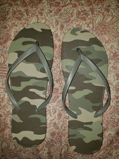 VS pink brand Camouflage flip flops wore 1time in the house . They are a size lg. 9/10 excellent condition Pink Sandals, Pink Brand, Flipping, 9 And 10, Vs Pink, Camouflage, Flip Flops, How To Wear, House