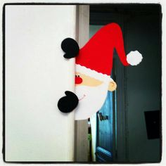 Un petit père Noël espion; Santa peeking around a corner Christmas Door, Christmas Crafts For Kids, Christmas Projects, All Things Christmas, Holiday Crafts, Christmas Holidays, Christmas Ornaments, Theme Noel, Xmas Decorations