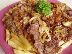 Pecsenye | Pecsenye jóasszony módra Beef Wellington Recipe, Wellington Food, Roast Pork Chops, Meat Recipes, Cooking Recipes, Hungarian Recipes, Bors, Sweet And Salty, Food 52