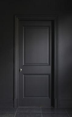 Donkere hal voor een sfeervolle binnenkomer | Deuren muren kozijnen in dezelfde kleur voor eenheid en rust en chique effect | DIY | Entry | Hal