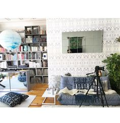 Working from home with #eskayelresidentphotog @brianadevoe 📷📷📷. #eskayel #eskayelwallpaper  #dswallpaper