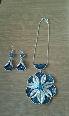 pendant and earrings created with upcycled nespresso cups … Anhänger und Ohrringe aus recycelten Nespresso-Tassen …
