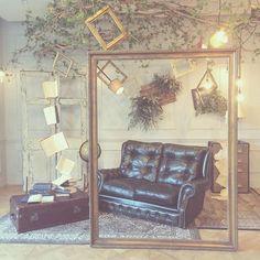 "*be weird* 披露宴は1Fで、アフターパーティを3Fで。 こちらはアフターパーティの メインテーブル兼フォトスポット♡ コンセプトの""奇妙な""""不気味な"" をイメージして天井からいろんな物を 逆さまに吊ってみたり。 #TRUNKBYSHOTOGALLERY #wedding #weddingphoto #weddingtbt #interior #結婚式 #結婚式場 #披露宴 #披露宴会場 #メインテーブル #高砂 #インテリア #ソファ #額 #電球 #ウエディング #ウエディングフォト #ウエディングプランナー #ウエディングドレス #アフターパーティ #2次会 #フォトスポット #フォトブース #前撮り #ペーパーアイテム #プレ花嫁 #卒花 #takeandgiveneeds #テイクアンドギヴニーズ #結婚式準備"