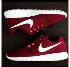Nike roshe in burgundy