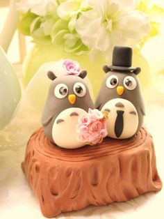 Wedding Cake Topper - Love penguins. These are so adorable! I had penguins on my wedding cake, over 20 years ago!