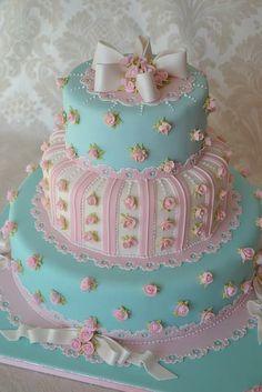 ... Beautiful baby girls 1st birthday cake!! How cute!!?