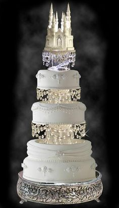 http://www.BoscoWeddings.com This wedding fantasy cake gives a whole new meaning to bling. Could you just imagine Cinderella riding the coach to the castle? #WeddingCakes What do you think? Do you love it?