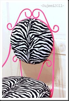 DIY Zebra Print Hot Pink Chair for my walk in closet Zebra Print Bedroom, Zebra Print Rug, Hot Pink Furniture, Diy Furniture, Girl Room, Girls Bedroom, Bedroom Ideas, White Zebra, Pink Zebra