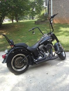 Fatboy lo.....my dream bike!   Maybe in a couple of years....*sigh*  for now i shall continue to ride the ole grape sled i have