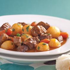 Beef simmered in red wine - 5 ingredients 15 minutes-Mijoté de boeuf au vin rouge – 5 ingredients 15 minutes Beef stew in red wine – Weekly dinners – Recipes – Express recipes – Pratico Pratique - Casserole Dishes, Casserole Recipes, Meat Recipes, Dinner Recipes, Yummy Recipes, Lamb Stew, Vegetable Casserole, Good Foods To Eat, Beef Stroganoff