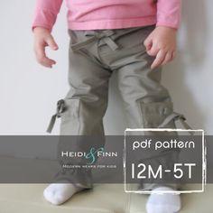 Welche süßen Hosen! Dieses Muster ist für Girly Cargo-Hosen. Diese Hosen sind leicht ausgestattet mit elastischem Bund für einfaches an-und