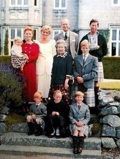 El príncipe Guillermo de Inglaterra, segundo en la línea de sucesión al trono, y su esposa Catalina esperan su tercer hijo, anunció este lunes la