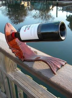 DIY easy Bent Wood Fish Shaped Wine bottle stand. Can be stained or painted to match your homes nautical or beach decor. www.DIYeasycrafts.com