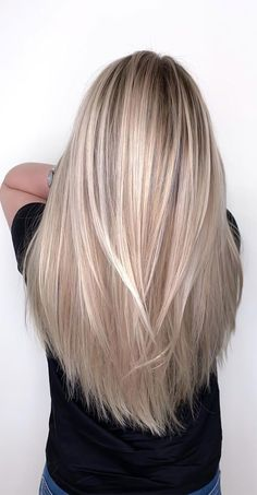 Fall Blonde Hair Color, Beige Blonde Hair, Blonde Hair With Roots, Blonde Hair Shades, Light Blonde Hair, Hot Hair Colors, Blonde Hair Looks, Blonde Hair With Highlights, Fall Hair Colors