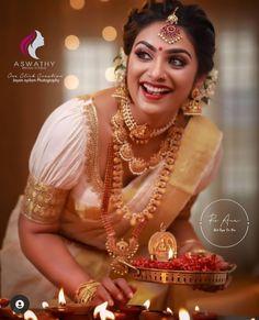Wedding Bridesmaid Dresses, Saree Wedding, Bridal Dresses, Wedding Shoot, Desi Girl Image, Girls Image, Kerala Hindu Bride, Set Saree, Checks Saree