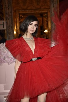 Sofia Carson Brought the Drama to the Red Carpet in This Show-Stopping Holiday Dress by H&M Source by hillaryims Dresses Pretty Little Liars, Sophia Carson, Anne Mcclain, Disney Channel Stars, Cameron Boyce, Estilo Fashion, Red Carpet Looks, Red Carpet Dresses, Red Carpet Fashion
