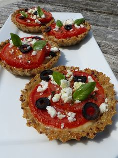 Tartlets with tomato in quinoa crust - Philandcocuisine , Healthy Breakfast Recipes, Healthy Baking, Healthy Recipes, Veggie Recipes, Vegetarian Recipes, Manger Healthy, Food Porn, Cooking Light, Food Inspiration