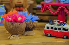 Com peças decorativas da Pop Mobile, a decoração havaiana ficou uma graça e cheia de referências à praia e ao clima relax