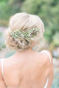 Unglaublich Erstaunlich Coiffure de mariée bohème chic avec fleurs sauvages (gypsophile…), # Unglaublich Erstaunlich Bohemian chic bridal headdress with wild flowers (gypsophila …), # Rustic Wedding Hairstyles, Wedding Updo, Bride Hairstyles, Trendy Hairstyles, Hairstyle Ideas, Bridesmaids Hairstyles, Hair Ideas, Romantic Hairstyles, Gorgeous Hairstyles