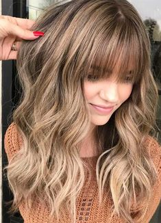 Side Swept Waves for Ash Blonde Hair - 50 Light Brown Hair Color Ideas with Highlights and Lowlights - The Trending Hairstyle Brown Hair Bangs, Blonde Hair With Bangs, Brown Hair With Blonde Highlights, Brown Blonde Hair, Light Brown Hair, Light Hair, Warm Blonde, Light Blonde, Dark Hair