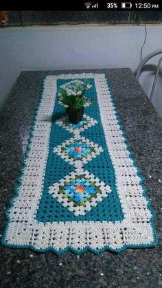 Fay's #367 media analytics. Crochet Bedspread Pattern, Granny Square Crochet Pattern, Crochet Squares, Crochet Patterns, Crochet Placemats, Crochet Table Runner, Crochet Doilies, Diy Crafts Crochet, Crochet Projects