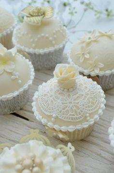 BarraDoce.com.br - Confeitaria, Cupcakes, Bolos Decorados, Docinhos e Forminhas: Renda Flexível Em Cupcakes