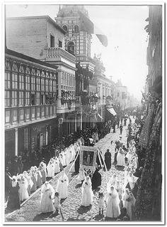 Vista. Lima. Procesión de Santa Rosa, Fotografia de Eugenio Courret, publicada en 1890 - Biblioteca Nacional del Perú