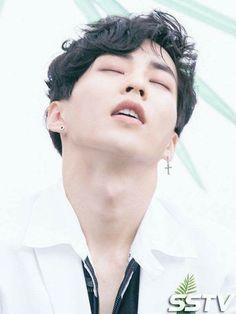 Yes xiumin we are waiting for you Exo Xiumin, Kaisoo, Kim Minseok Exo, Kpop Exo, Chanbaek, Park Chanyeol, Good Girl, Xiumin Instagram, Exo Lockscreen