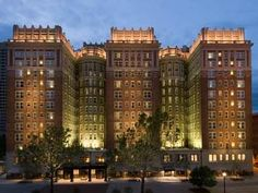 The Skirvin Hilton Oklahoma City Oklahoma City (Oklahoma) Situated in the heart of Oklahoma City and within walking distance to area attractions, including Cox Convention Center, this beautifully restored historic hotel offers elegant guestrooms along with modern amenities.