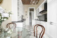 Piękna kuchnia: wnętrza w klasycznym stylu - Galeria - Dobrzemieszkaj.pl Home Decor, Decoration Home, Room Decor, Interior Decorating