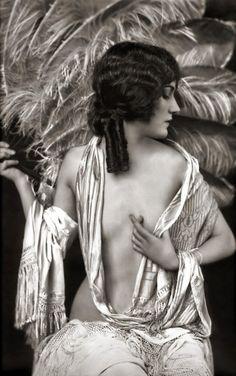 Alice Wilkey 1907-1931 Zigfield dame