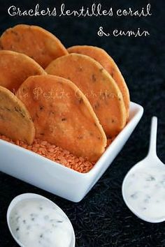 Crackers aux lentilles corail & cumin - The Best Easy Healthy Recipes High Protein Vegetarian Recipes, Vegetarian Appetizers, Raw Food Recipes, Indian Food Recipes, Healthy Recipes, Vegetarian Food, Free Recipes, Low Calorie Snacks, Low Calorie Recipes