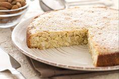 La torta 5 minuti è una torta alle mandorle tipica emiliana; viene chiamata così perché è molto semplice e veloce da preparare.