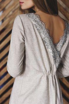 Платье с нежным кружевом по спинке. Платье из шерсти