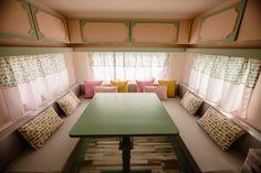 Caravanas Vintage en alquiler en el camping situado en primera línea de mar, en la Costa Dorada.  Se permiten mascotas. Toddler Bed, Pets, Furniture, Home Decor, Beach Feet, Camper Van, Child Bed, Decoration Home, Room Decor