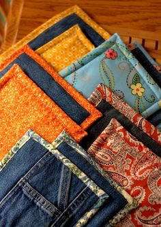 Blue Jean Upcycles - Old Jeans Pot Holders - Ways to Make Old Denim Jeans Into DIY Home Decor, Handmade Gifts and Creative Fashion - Transform Old Blue Jeans into Pillows, Rugs, Kitchen and Living Room Decor, Easy Sewing Projects for Beginners Easy Sewing Projects, Sewing Hacks, Sewing Crafts, Sewing Diy, Upcycling Projects, Diy Projects, Sewing Ideas, Sewing Tutorials, Jean Crafts