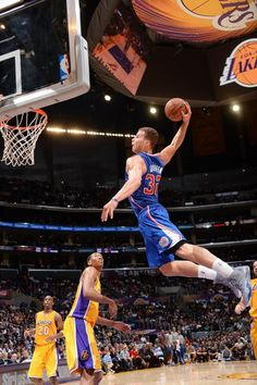 Blake Griffin - Los Angeles Clippers And i thought Kobe was the hotshot Basketball Is Life, Basketball Legends, Basketball Players, Air Max 2009, Air Max Thea, Los Angeles Clippers, Slam Dunk, Lebron James, Michael Jordan