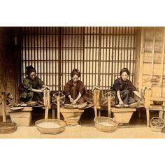 A photo of women spinning thread from T. Enami's collection of Japan life during the late 19th century and the beginning of the Meiji Restoration #tenami #EnamiNobukuni #江南信國 #歴史 #日本 #幕府 #幕末 #将軍 #japan #japanesehistory #history #bakufu #bakumatsu #明治時代 #MeijiRestoration (by samurai_tamashii)