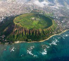 Diamond Head Crater on Oahu Hawaii. We hiked this while we were in Hawaii! Oahu Hawaii, Kauai, Hawaii Vacation, Hawaii Travel, Dream Vacations, Honolulu Oahu, Waikiki Beach, Travel Trip, Vacation Places