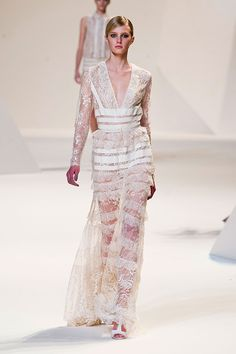 Elie Saab at Paris Fashion Week Spring 2013 High Fashion Dresses, Suit Fashion, Fashion Week, Runway Fashion, Fashion Show, Paris Fashion, Glam Dresses, Elie Saab Spring, Elie Saab Printemps