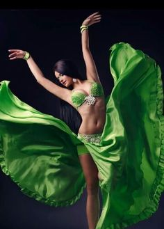 oh! gorgeous, gorgeous green! love it. beautiful shot too <3 do you recognise this dancer? X