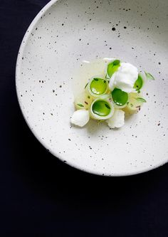Pear, chamomile, and thyme by chef Søren Selin of Restaurant AOC in Copenhagen. Chefs, Michelin Star Food, Modernist Cuisine, Fall Dishes, Molecular Gastronomy, Teller, Culinary Arts, Perfect Food, Food Presentation