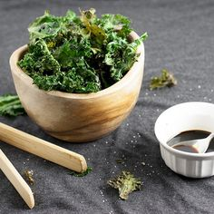 Crunchy Sherry Vinegar Glazed Kale Chips are a perfect healthy snack for every day or a great healthy appetizer for parties. Healthy Appetizers, Appetizers For Party, Healthy Snacks, Vegan Gluten Free, Vegan Vegetarian, Sherry Vinegar, Kale Chips, Party Snacks, Glaze