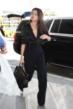 bca0d448f52a Selena Gomez Perfects the Hair Flip and Looks Supersexy — All While  Catching a Plane