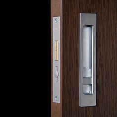 HB690 : this well-built Halliday & Baillie privacy lock is a durable answer to the need for lean, clean, modern sliding doors.